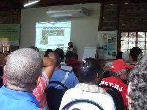Agricultores e Agricultoras, Técnicas e Pesquisadores reunidos do Seminário